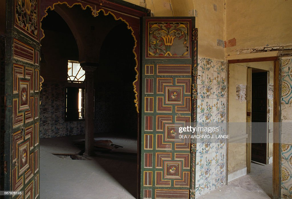Door with geometric patterns Palace of Ahmed Bey 1828-1835 Constantine. & Palace of Ahmed Bey Constantine Pictures   Getty Images