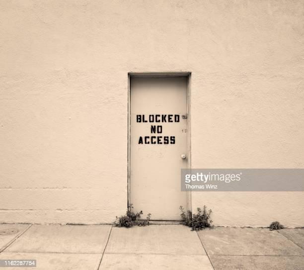 door with no access - 排除 ストックフォトと画像