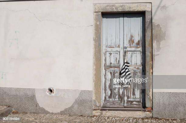 door with striped bag - bergamo fotografías e imágenes de stock