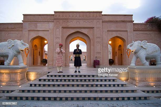 doormen at the oberoi amarvilas hotel, agra, india - agra stock pictures, royalty-free photos & images