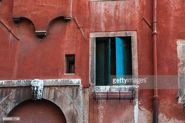 doors - callejon stock pictures, royalty-free photos & images