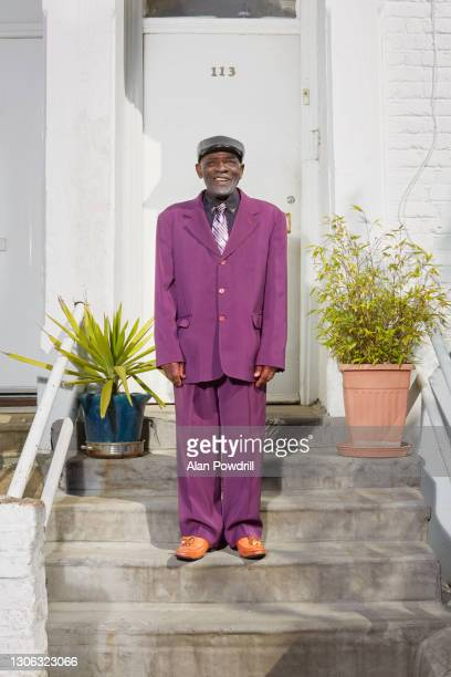 doorstep portrait of smartly dressed senior black man - 一張羅 ストックフォトと画像