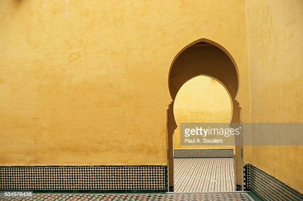 doorway at mausoleum of moulay ismail - arch stock pictures, royalty-free photos & images