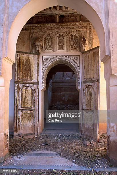 doorways in telouet kasbah in morocco - telouet kasbah photos et images de collection