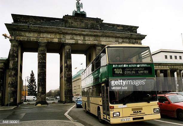 Doppeldecker Bus der Linie 100 vor dem Brandenburger Tor - 1999