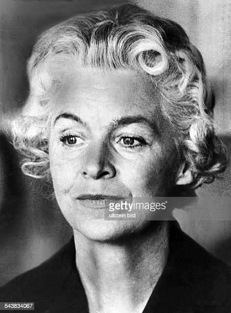 Vera Brühne wird 1962 in einem spektakulären Indizienprozess vor dem Münchner Landgericht zu lebenslanger Haft verurteilt Gemeinsam mit Johann...