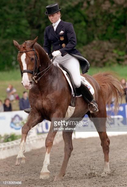 DoppelWeltmeisterin Isabell Werth auf ihrem Pferd Nissan Giorgio reitet am auf der OlympiaReitanlage in München Riem die Qualifikation zur DressurKür...