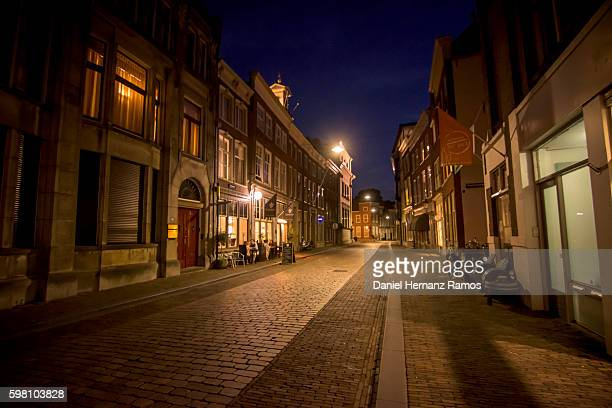dordrecht at night. empty street the netherlands - ヨーロッパ ストックフォトと画像
