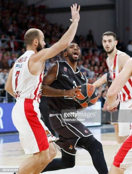Dorell Wright #3 of Brose Bamberg competes with Vassilis Spanoulis #7 of Olympiacos Piraeus in action during the 2017/2018 Turkish Airlines...