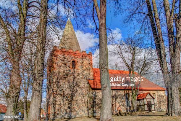 dorf kirche in rauen - kirche stock pictures, royalty-free photos & images