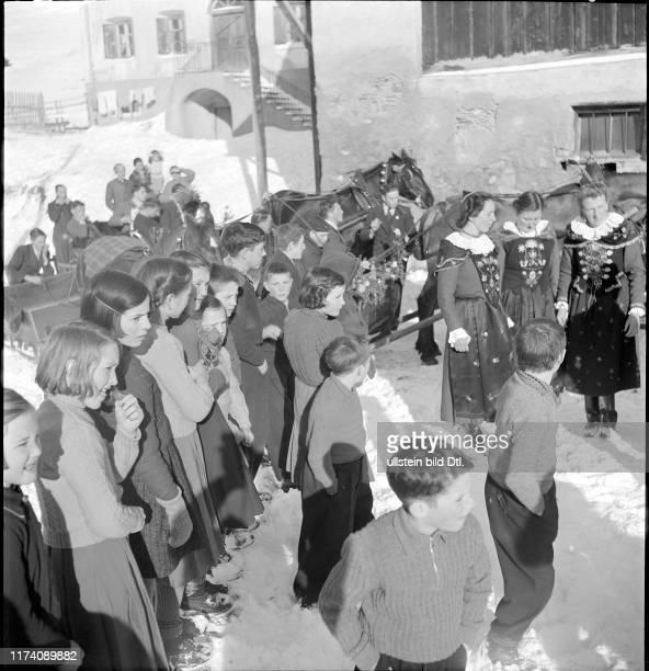 Dorfbewohner von Guarda am Neujahrstag von 1942