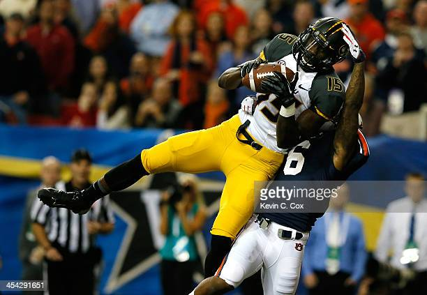 Dorial Green-Beckham of the Missouri Tigers scores a touchdown in the first quarter against the Jonathon Mincy of the Auburn Tigers during the SEC...