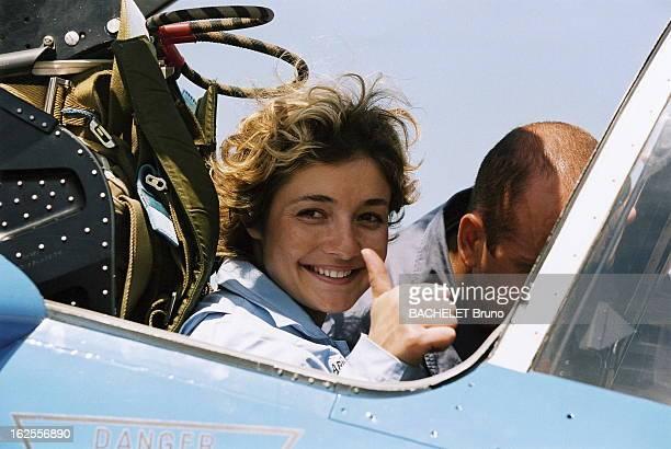Dorine Bourneton Meets The Patrouille De France Dorine BOURNETON jeune pilote paraplégique invitée de la Patrouille de France à SALON DE PROVENCE...