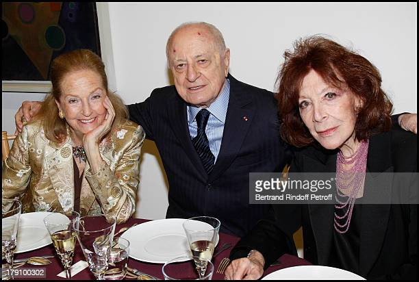 Doris Brynner Piere Berge Charlotte Aillaud at The Gala Dinner For The Society Of Friends Of The National Museum Of Modern Art Held At The Pompidou...