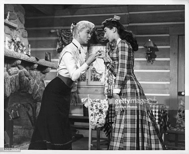 Doris Day Allyn McLerie can transform a dirty and barren cabin into a charmingly furnished cottage in a scene from the film 'Calamity Jane' 1953
