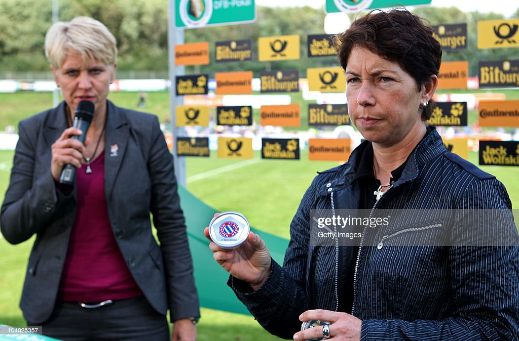 FCR Duisburg v FFC Frankfurt - Women Bundesliga : News Photo