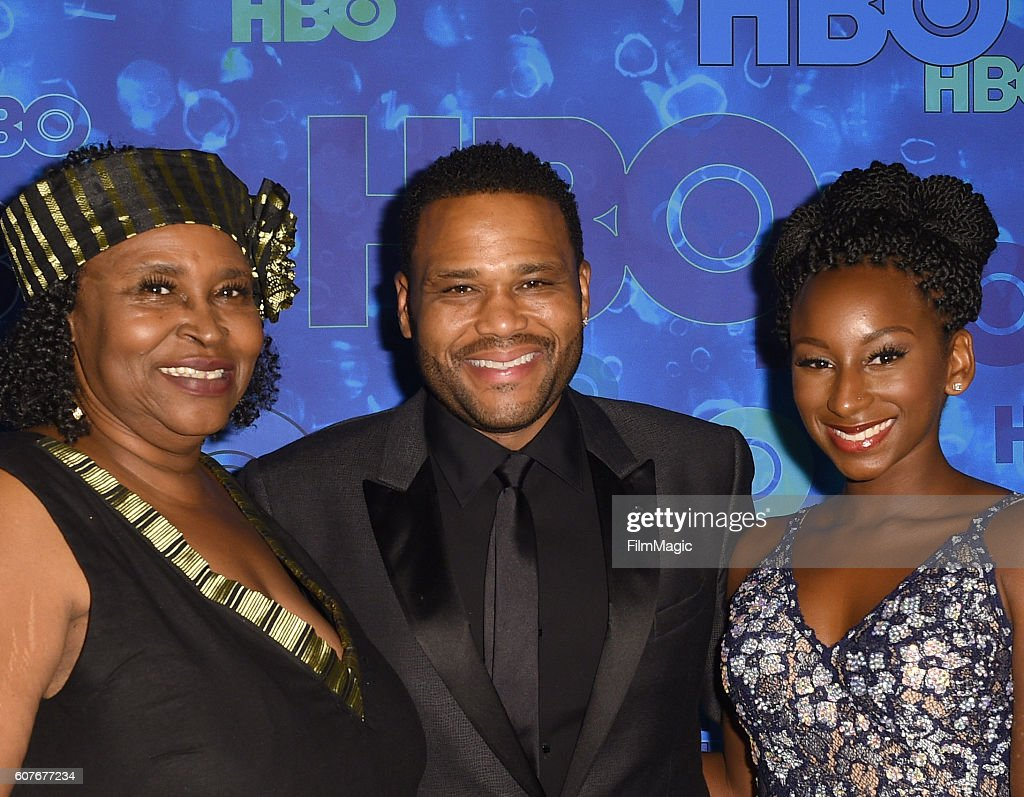 HBO's Official 2016 Emmy After Party - Red Carpet : News Photo