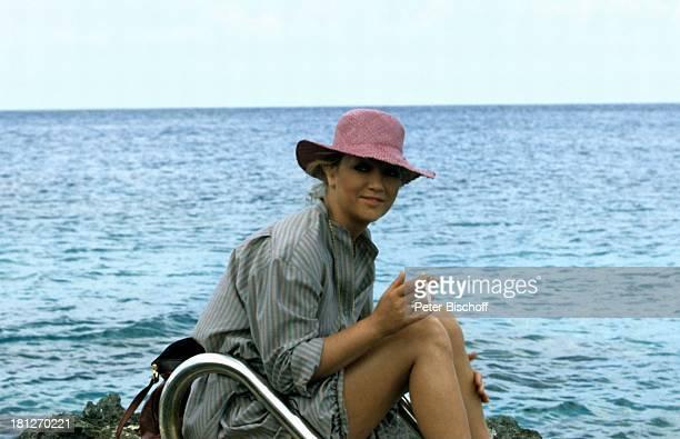 Doris Kunstmann ZDFReihe 'Traumschiff Folge 4 'Karibik/ Dominikanische Republik' Karibik Urlaub Hut Meer Schauspielerin Promis Prominente Prominenter