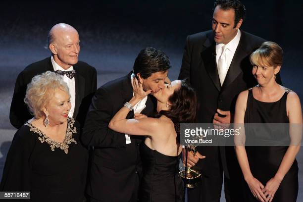 Doris Roberts Peter Boyle Ray Romano Patricia Heaton Brad Garrett and Monica Horan accept the award for Outstanding Comedy Series for Everybody Loves...