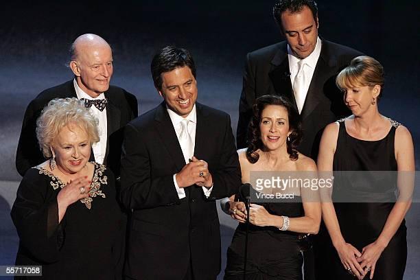 Doris Roberts Peter Boyle Ray Romano Patricia Heaton Brad Garrett and Monica Horan accept the award for Outstanding Comedy Series for 'Everybody...