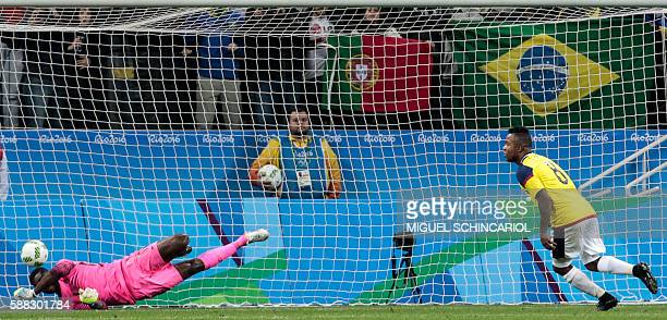TOPSHOT Dorlan Pabon of Colombia celebrates his goal scored by a penalty shot against goalkeeper Daniel Akpeyi of Nigeria during their Rio 2016...
