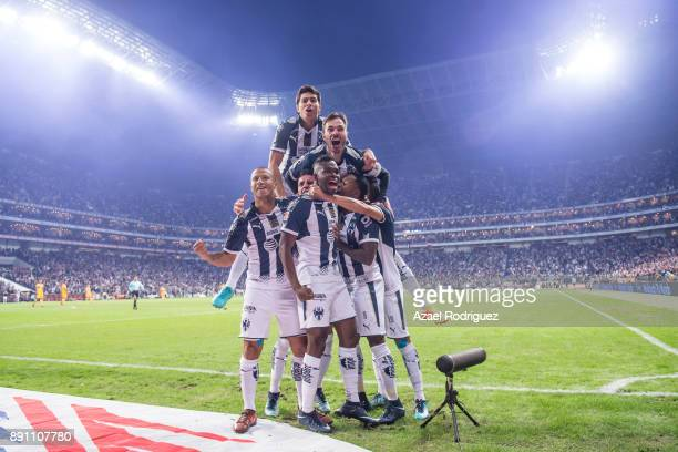 Dorlan Pabon of Monterrey celebrates with teammates after scoring his team's first goal during the second leg of the Torneo Apertura 2017 Liga MX...