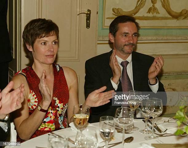 Dorothea Sihler Und Ministerpräsident Matthias Platzeck Bei Der Verleihung Des Montblanc De La Culture Arts Patronage Award 2003 Im Palais Lichtenaau...