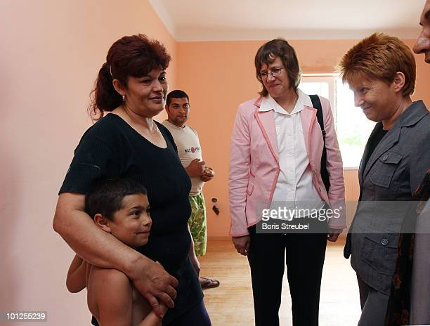 Dorothee JanetzkeWenzel German ambassadress to Hungary and Petra Pau vice president of the German Bundestag visit the mother of a Roma family whose...