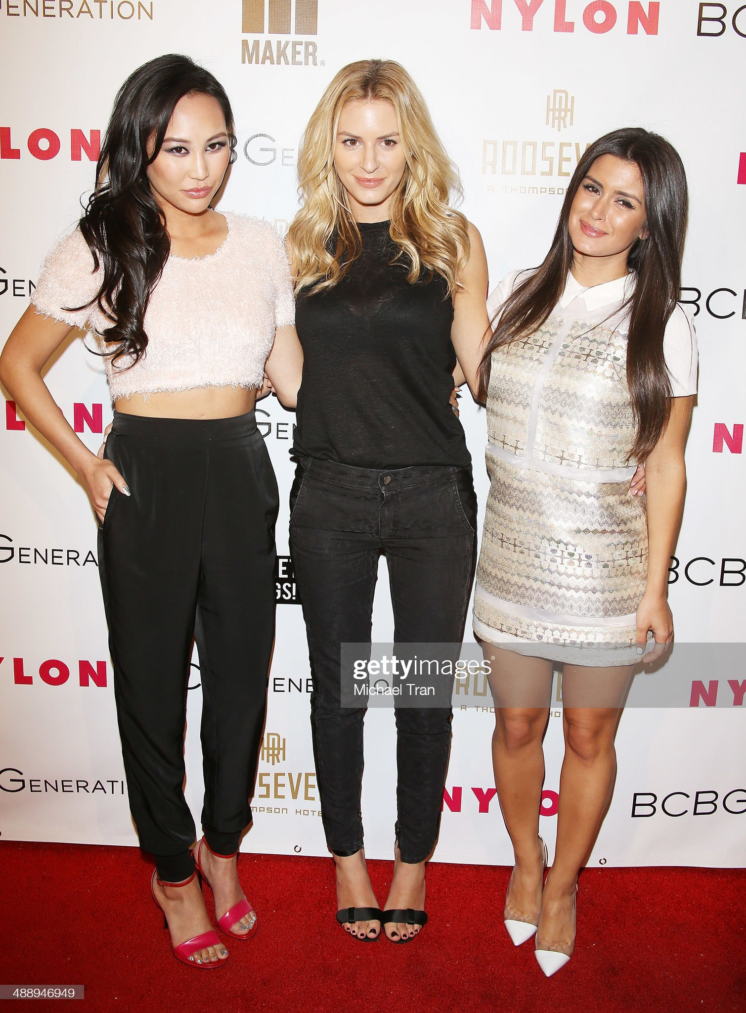 ¿Cuánto mide Roxy Sowlaty? - Real height Dorothy-wang-morgan-stewart-and-roxy-sowlaty-arrive-at-the-nylon-may-picture-id488946949?s=2048x2048