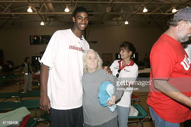 Dorrell Wright of the Miami Heat meets with victims of Hurricane Charley on August 19 2004 in Arcadia Florida NOTE TO USER User expressly...