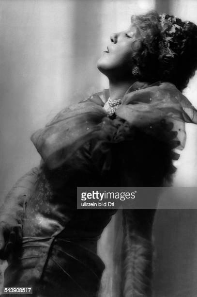Dorsch Kaethe Actress Germany*29121890 as Marguerite Gautier in the play ' Lady of the Camellias ' Photographer Rene Fosshag Published by 'Hier...