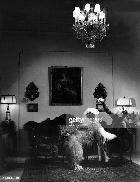 Dorsch Kaethe Actress Germany*29121890 In her living room with her Old English Sheepdog around 1939 Photographer Hedda Walther Published by 'Signal'...