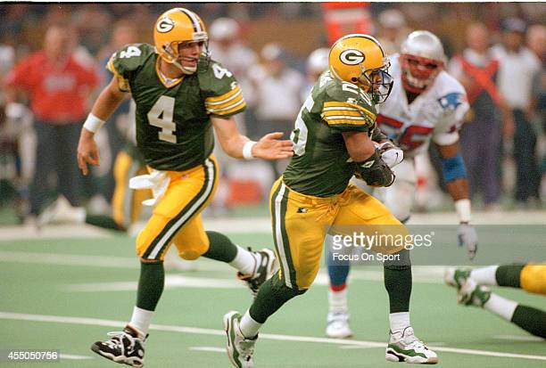 Dorsey Levens of the Green Bay Packers takes the handoff from Brett Favre against the New England Patriots during Super Bowl XXXI January 26 1997 at...