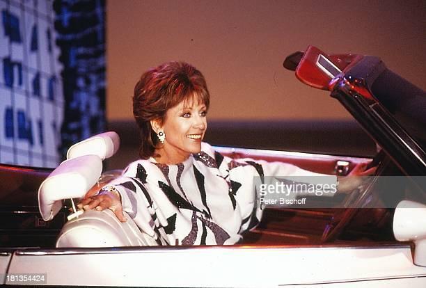"""Dorthe Kollo, Musikauftritt """"One Way"""",, Deutschland, singen, Auto, Sportwagen, Auftritt, Kleid, Musikshow, Sängerin, AD, , ;"""
