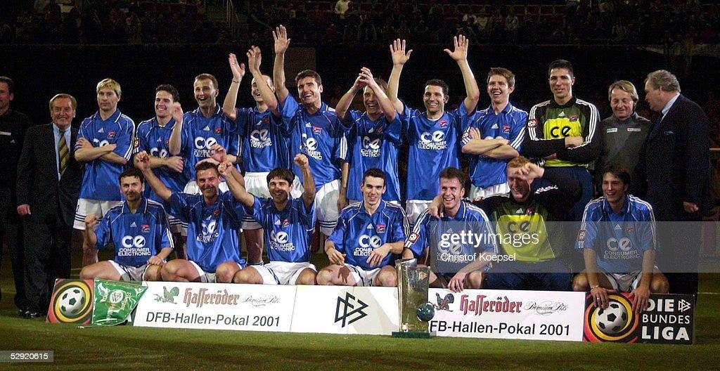 FUSSBALL: DFB-HALLENMASTERS 2001 : Nachrichtenfoto