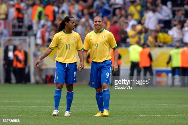 Dortmund 27 juin 2006 Ronaldo and Ronaldinho chat during the match in the World Cup 2006 in Germany between Brasil and Ghana played at 'Fifa World...