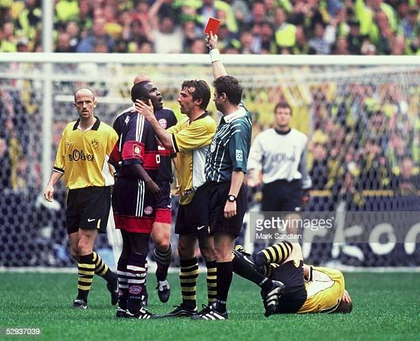 Dortmund BORUSSIA DORTMUND FC BAYERN MUENCHEN Samuel KUFFOUR/BAYERN ROTE KARTE Schiedsrichter Bernd HEYNEMANN