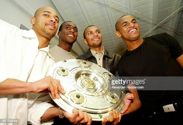 Dortmund; BORUSSIA DORTMUND - SV WERDER BREMEN 2:1; BORUSSIA DORTMUND DEUTSCHER FUSSBALLMEISTER 2002; MEISTERFEIER in TONIS RISTORANTE in...