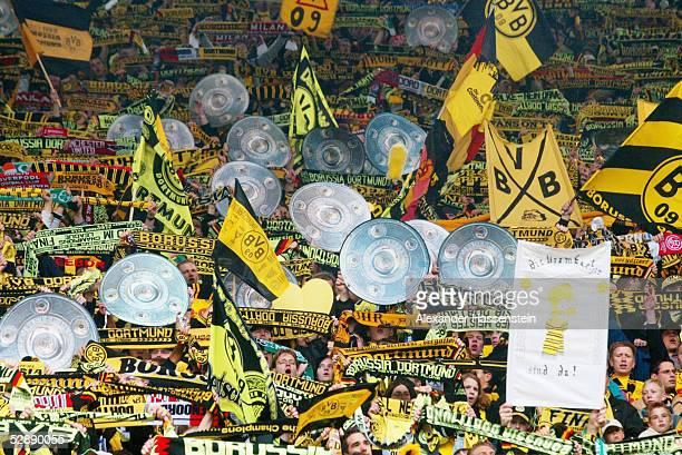 Dortmund; BORUSSIA DORTMUND - SV WERDER BREMEN 2:1; BORUSSIA DORTMUND DEUTSCHER FUSSBALLMEISTER 2002; JUBEL FANS DORTMUND