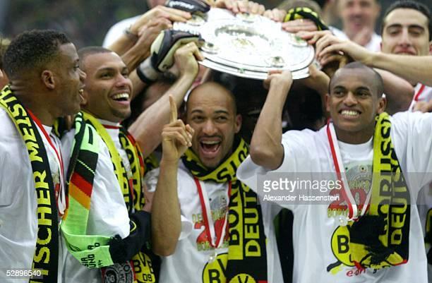 1 BUNDESLIGA 01/02 Dortmund BORUSSIA DORTMUND SV WERDER BREMEN 21 BORUSSIA DORTMUND DEUTSCHER FUSSBALLMEISTER 2002 JUBEL TEAM DORTMUND mit...
