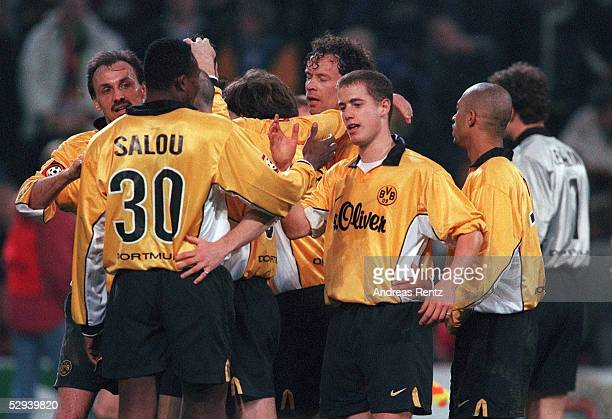 Dortmund BORUSSIA DORTMUND TSV BAYER 04 LEVERKUSEN 10 JUBEL DORTMUND vorne Bachirou SALOU und Lars RICKEN