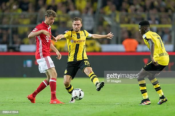 Dortmund Germany Supercup 2016 BV Borussia Dortmund FC Bayern Muenchen 02 Thomas Mueller gegenMarcel Schmelzer und Ousmane Dembele