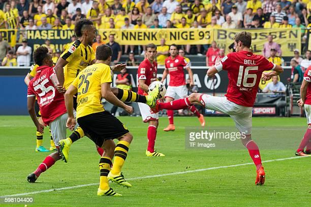 Dortmund Germany 1Bundesliga 1 Spieltag BV Borussia Dortmund 1 FSV Mainz 05 21 PierreEmerick Aubameyang gegen Stefan Bell