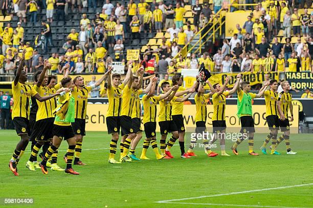 Dortmund Germany 1Bundesliga 1 Spieltag BV Borussia Dortmund 1 FSV Mainz 05 21 die Mannschaft vom BVB nach dem 21 sieg