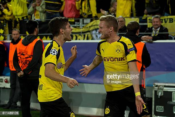 Dortmund Germany UEFA Champions League 2016/17 Season Group F Matchday 2 BV Borussia Dortmund Real Madrid 22 Torjubel Christian Pulisic und Andre...