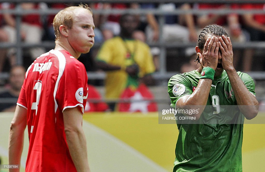 Swiss defender Ludovic Magnin (L) looks : News Photo