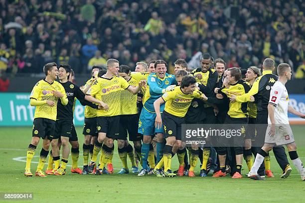 Dortmunder Schlussjubel nach der Meisterschaft Borussia Dortmund feiert die deutsche Fussballmeisterschaft durch den Sieg gegen Mönchengladbach...