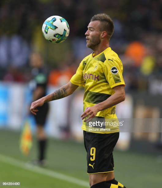 Dortmund's Andrej Yarmolenko controls the ball during the German Bundesliga soccer match between Borussia Dortmund and 1 FC Cologne in the Signal...