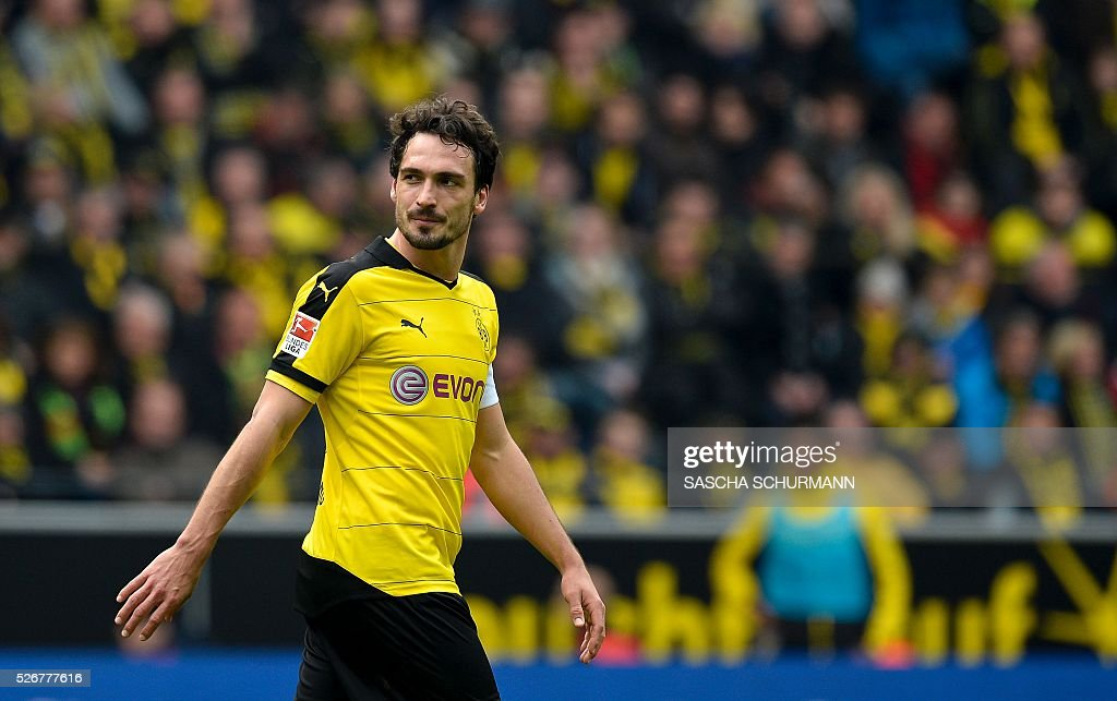 FBL-GER-BUNDESLIGA-DORTMUND-WOLFSBURG : News Photo