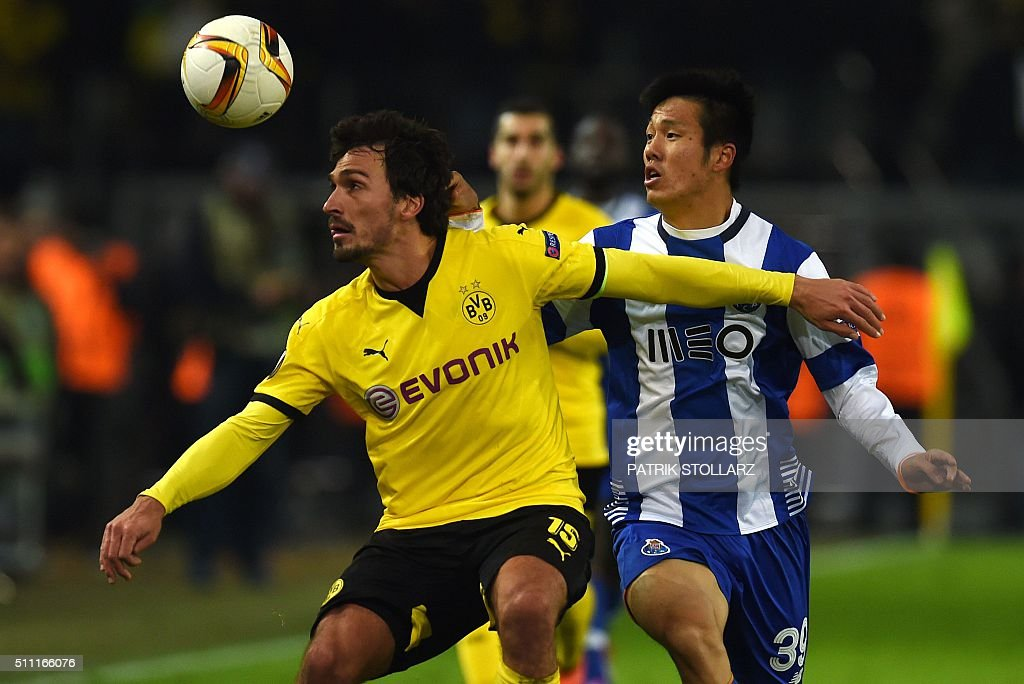 FBL-EUR-C3-DORTMUND-PORTO : News Photo